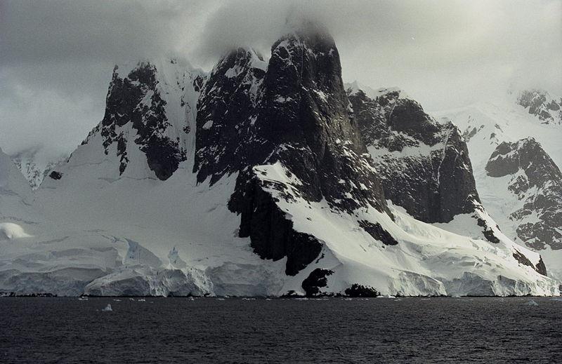 800px-antarctic_js_29