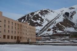 Zona residencial y acceso a la mina