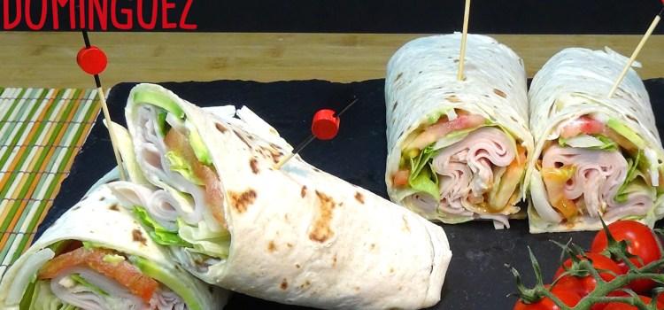Wraps de pavo o pollo con verdura fresca. Delicioso brunch. Una comida saludable en 7 minutos o menos
