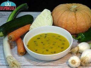 Receta sana, vegana y vegetariana. Crema de verduras con calabaza es tan fácil, rápida y deliciosa que en mi casa se come cada semana
