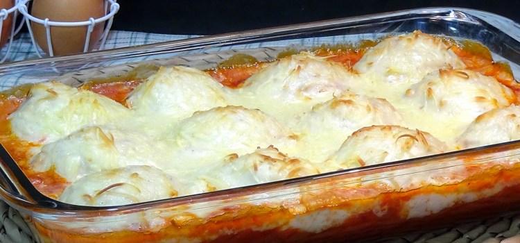 Huevos rellenos de atún al horno con bechamel. Loli Domínguez