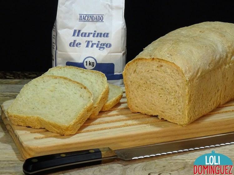 PAN DE MOLDE CASERO CON HARINA COMÚN. Una textura tierna y un sabor a pan de toda la vida hace que esta receta sea ideal para hacerla en casa, sin dificultad y con un resultado estupendo