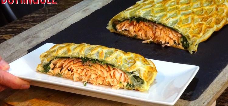 HOJALDRE RELLENO DE SALMÓN FRESCO Y ESPINACAS, RECETA FÁCIL. La combinación de sabores en esta receta es ideal, se combinan perfectamente las espinacas con la salsa bechamel y el salmón fresco que al cocinarse al horno hace que quede un salmón jugoso
