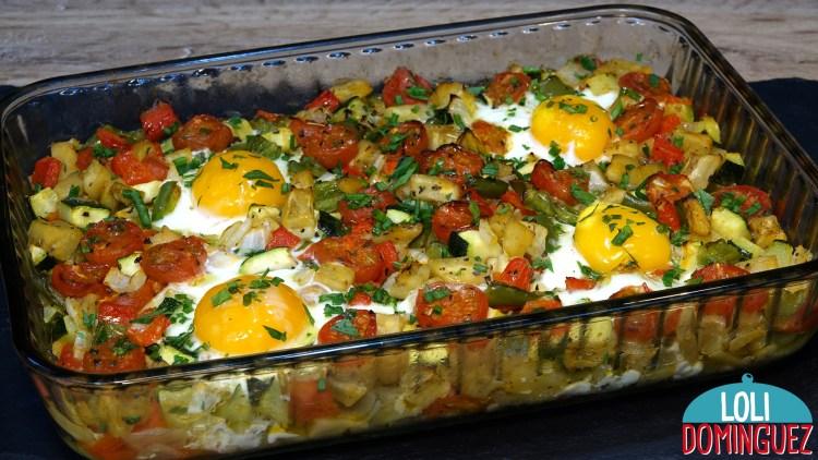 HUEVOS CON VERDURAS AL HORNO. RECETA FÁCIL Y SALUDABLE QUE ADEMÁS ESTA DELICIOSA. Una receta con verduras y huevo que hace que sea una comida nutritiva y con muy pocas calorías