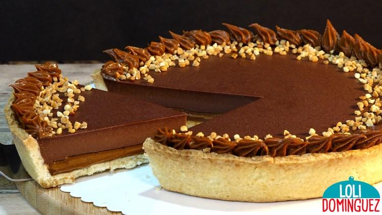 TARTA TOFI, ¡UNA TARTA FACIL Y DELICIOSA! Esta tarta es muy popular en Argentina y otros países de Sudamérica, se trata de una tarta con base de masa quebrada que queda como una galleta ligeramente crujiente, un primer relleno de dulce de leche y por encima un segundo relleno de una crema de chocolate.