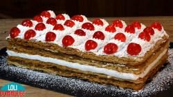 MILHOJAS DE HOJALDRE CON MERENGUE Y CABELLO DE ÁNGEL. El crujiente de las capas del hojaldre y la combinación del merengue esponjoso y dulce junto a la cremosidad y sabor del cabello de ángel hace de esta tarta un placer irresistible