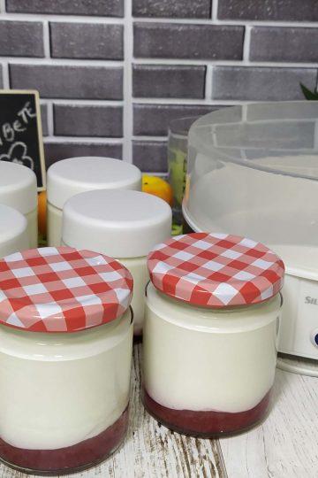 Yogur kefir en yogurtera Lidl de fresa y leche condensada