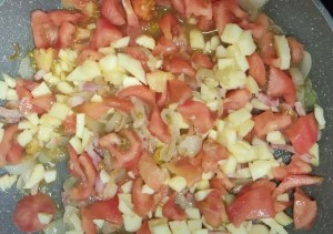 escalopes a la milanesa con pisto de cebolla y manzana