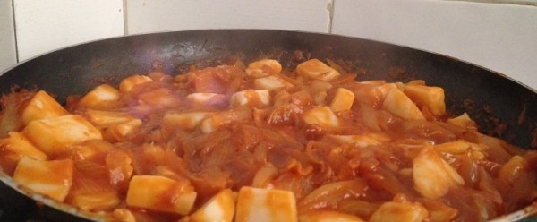 Sepia con cebolla y tomate