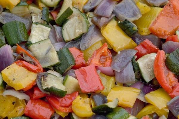 Ensalada de hortalizas asadas con bacalao