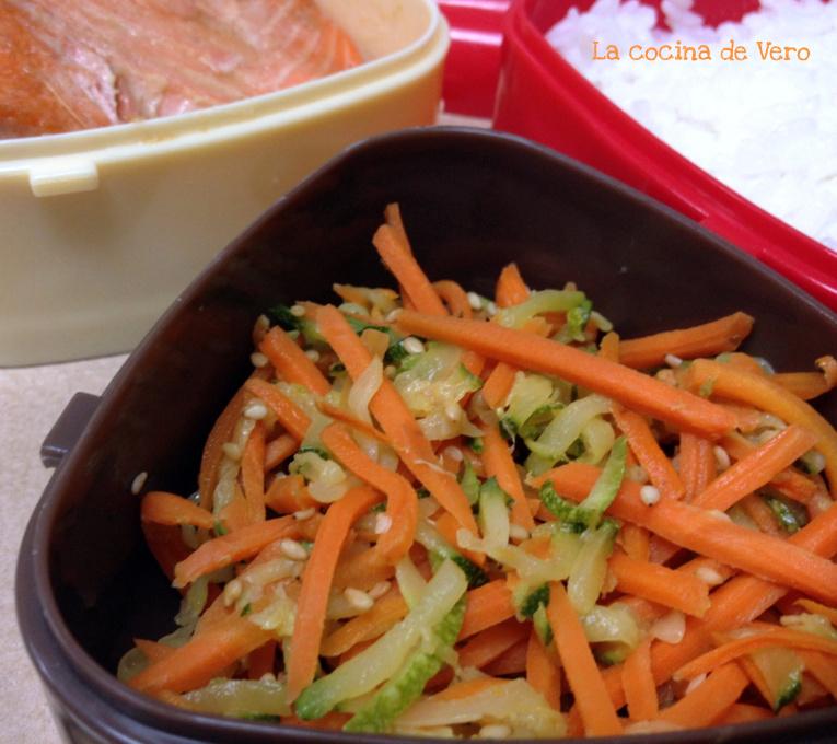 Bento Con Vegetales Salteados Y Salmon La Cocina De Vero Apenas cambien de color agregar las zanahorias, la mitad de salsa colada y calentar. la cocina de vero