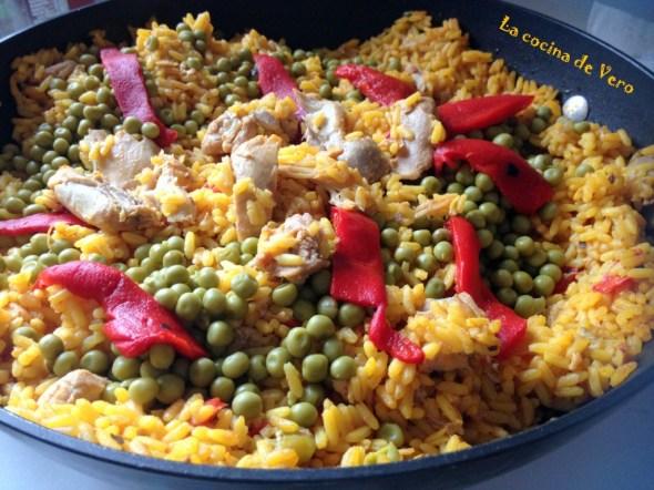 Aprende a cocinar el arroz con pollo con la sazón de mi país.