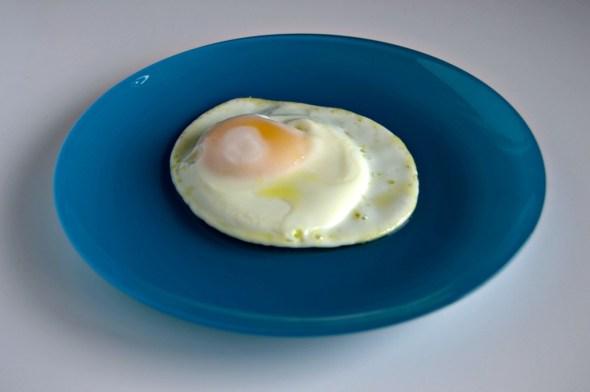 Cómo frír huevos término medio