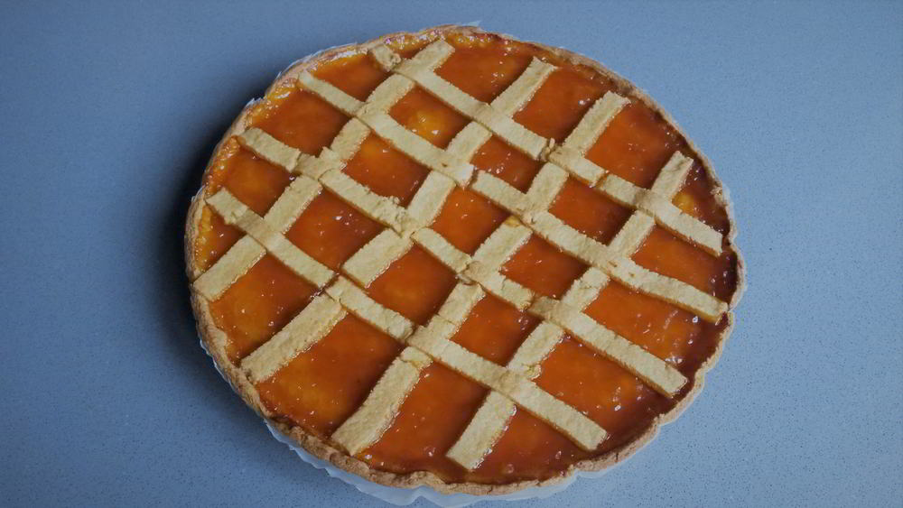 Crostata italiana con mermelada de albaricoques - crostata alle albicocche