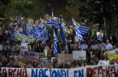 uruguay-marcha-madioambient.jpg