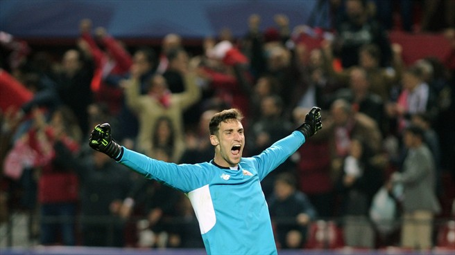 Sergio Rico celebra la victoria de Champions frente a la Juventus   Imagen: UEFA