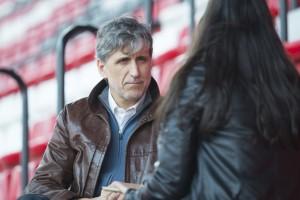 Pablo Alfaro charlando con nuestra compañera | Foto: Ismael Molina