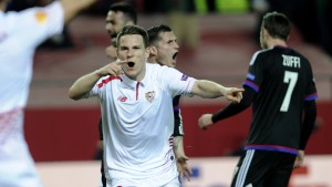 Gameiro celebra un gol al Basel