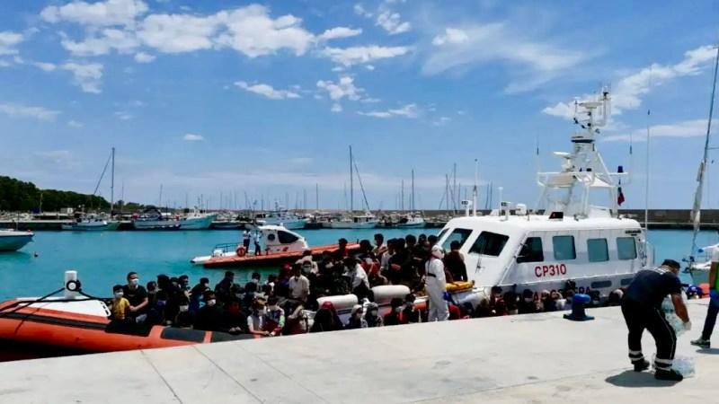 Altri 60 migranti soccorsi a Roccella Jonica. Si tratta deltrentesimo sbarco sulla fascia ionica reggina da luglio ad oggi