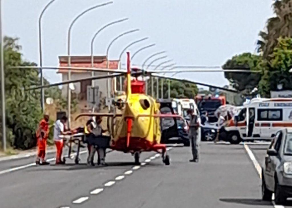 Riace (RC) : drammatico incidente stradale sulla SS106: morto carabiniere, grave l'altro motociclista