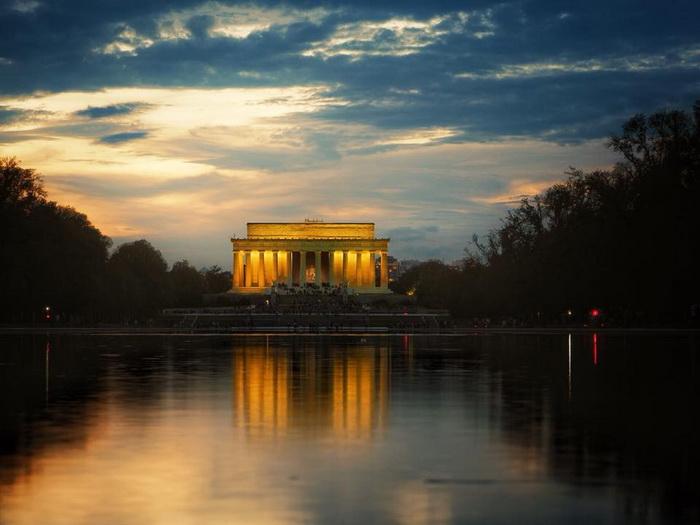 Andreea Novac Lincoln Memorial Washington DC. resize