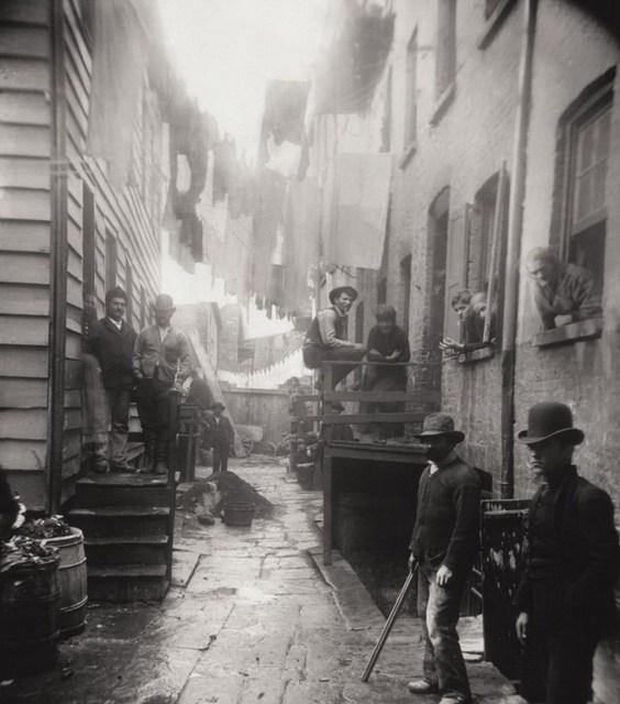 "Fotografii celebre, Jacob Riis ""Cotetul Banditilor"""