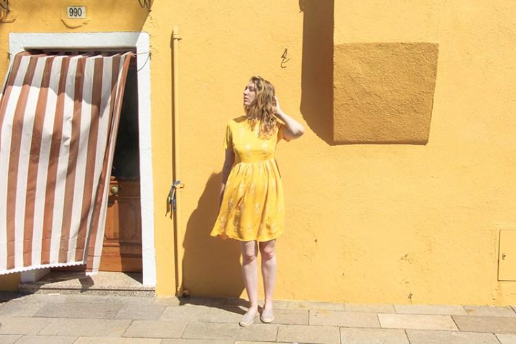 burano et pepaloves robe jaune maison jaune total look jaune