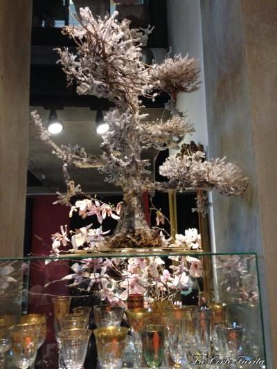 Tree made of crystallised gorgonias