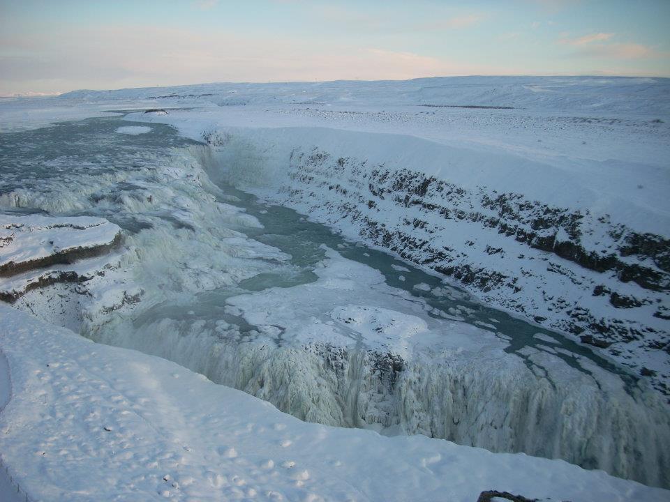 Cascada de Gullfoss congelada, Islandia en invierno