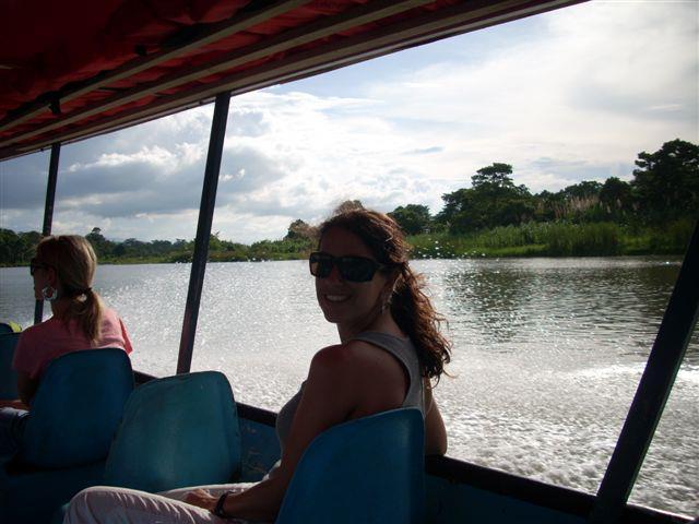 Por los canales a Tortuguero