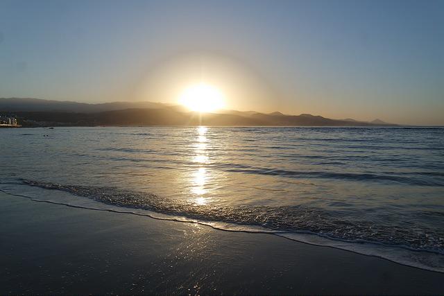 Atardecer en la playa de las Canteras