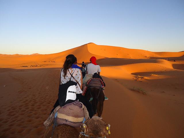 En camello por el desierto