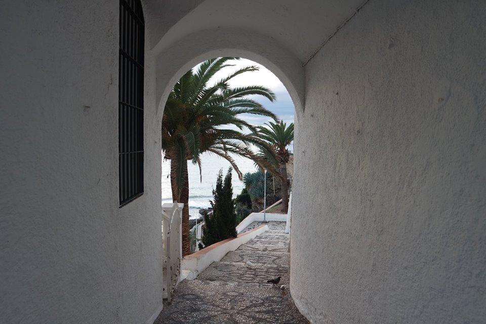 Arco de bajada al rincón de Calahonda