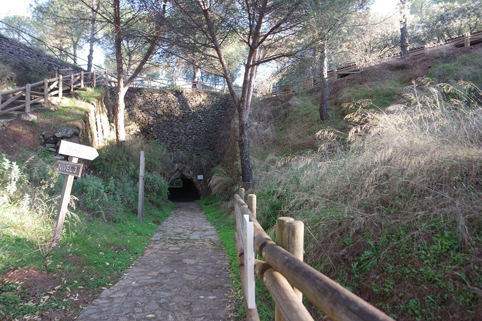 Entrada a la mina de la Jayona, Campiña Sur de Extremadura