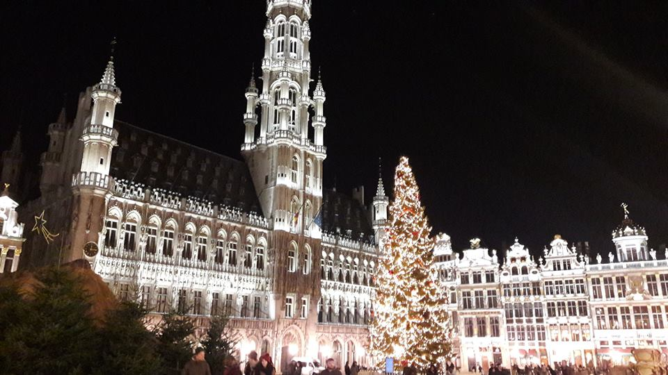 grand-place-de-bruselas-en-navidad-mercadillos-de-navidad-en-flandes