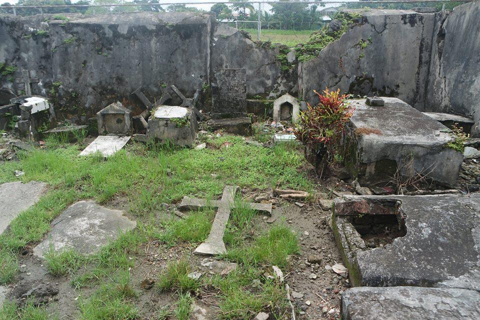 tumbas-del-cementerio-de-portobelo-panama