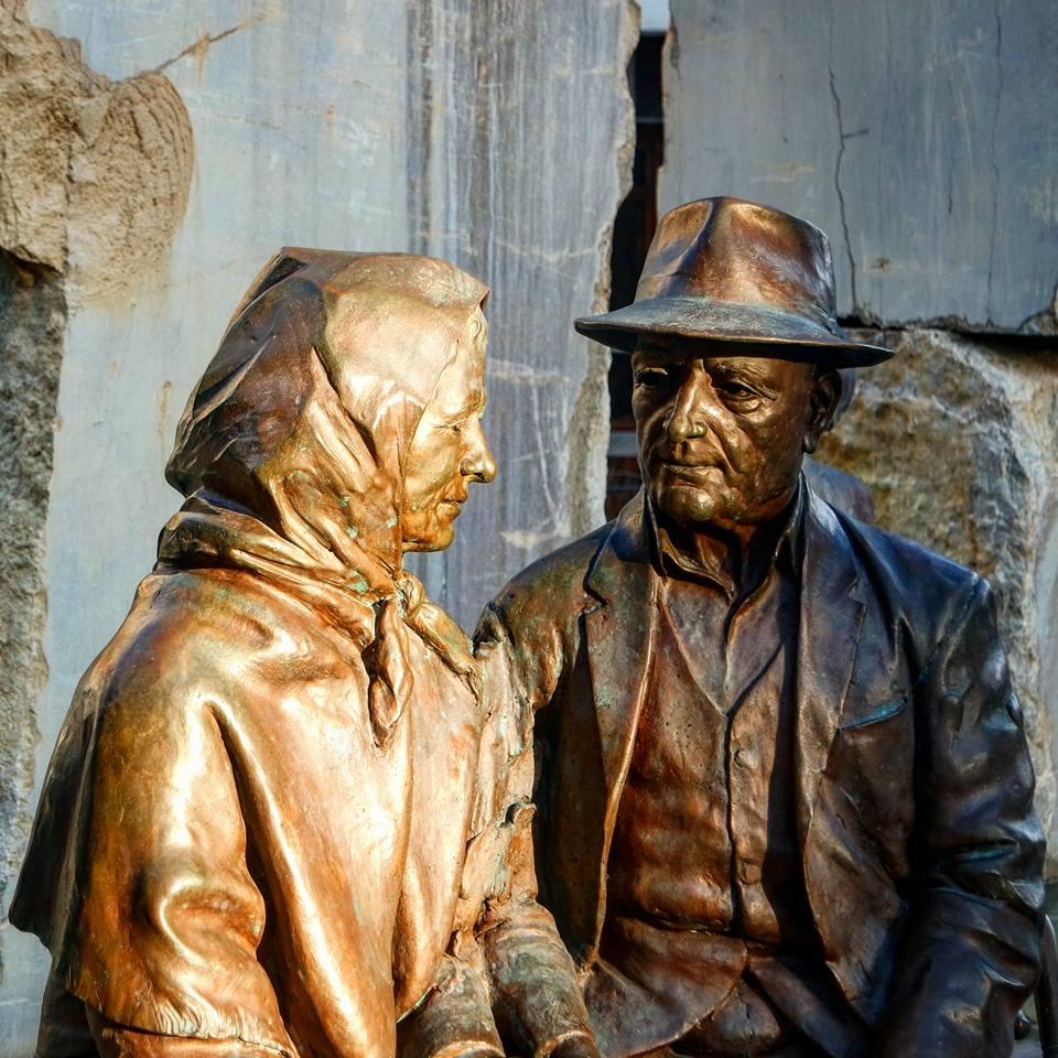 Estatua de dos ancianos, qué ver en Lanjarón