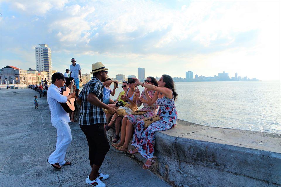 Músicos en el Malecón, qué ver en La Habana