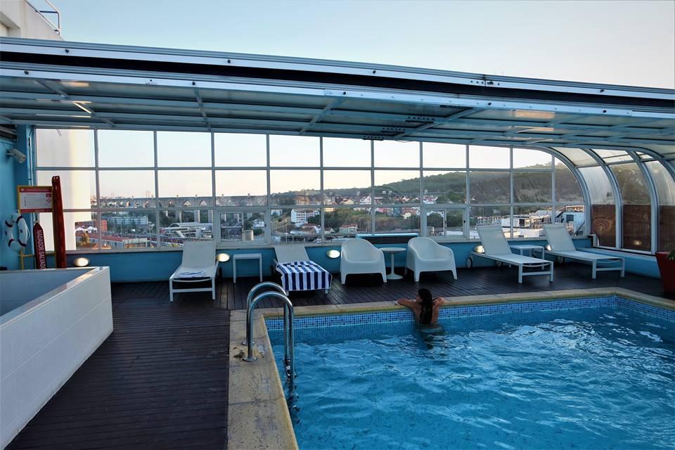 7847fcf83e82 Baño en la piscina del hotel Mercure en Lisboa