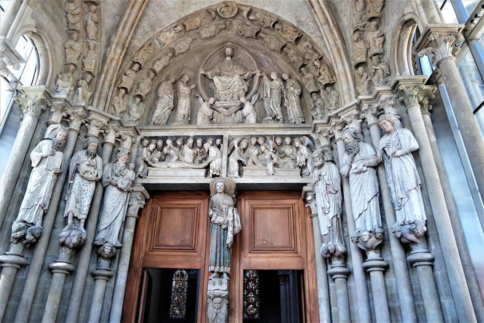 Pórtico, catedral de Lausanne