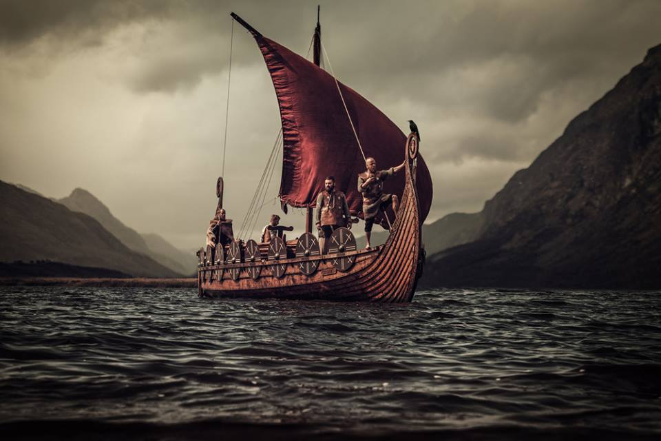 Vikingos navegando