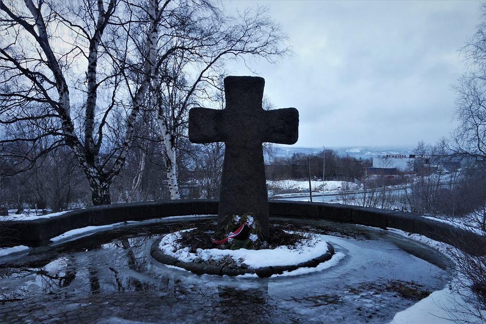 Cruz, cementerio de Narvik