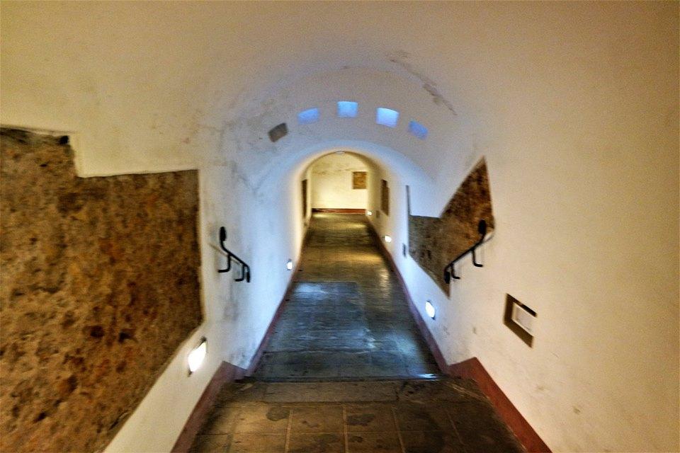 Bajada a la cripta de los Capuchinos