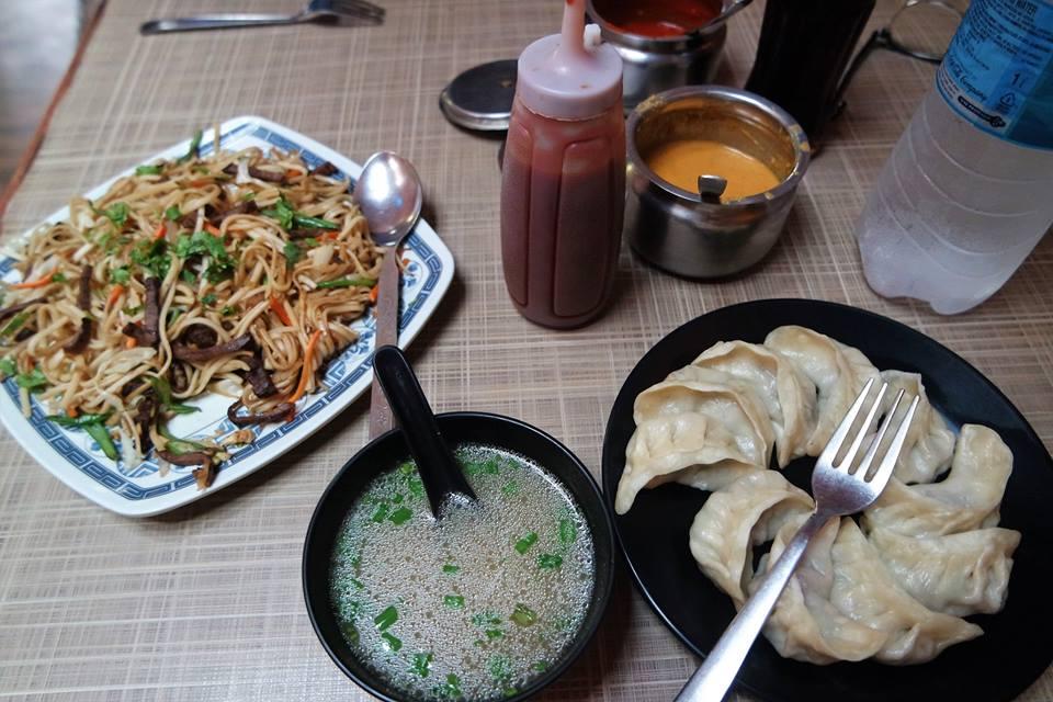Momos y noodles, gastronomía de Nepal