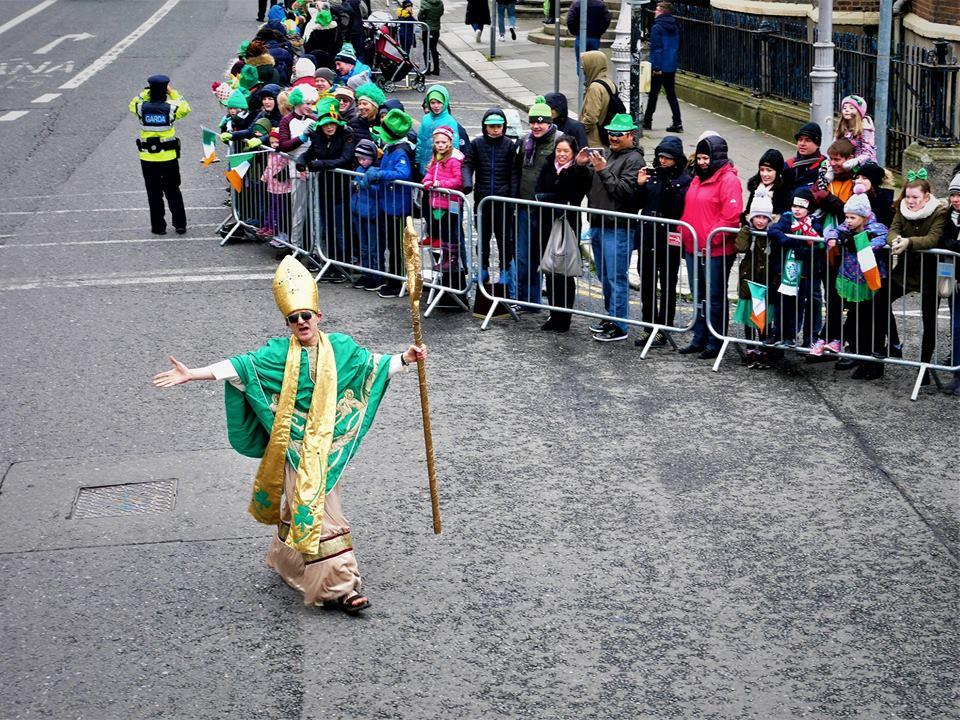 Comienzo del desfile de San Patricio en Dublín