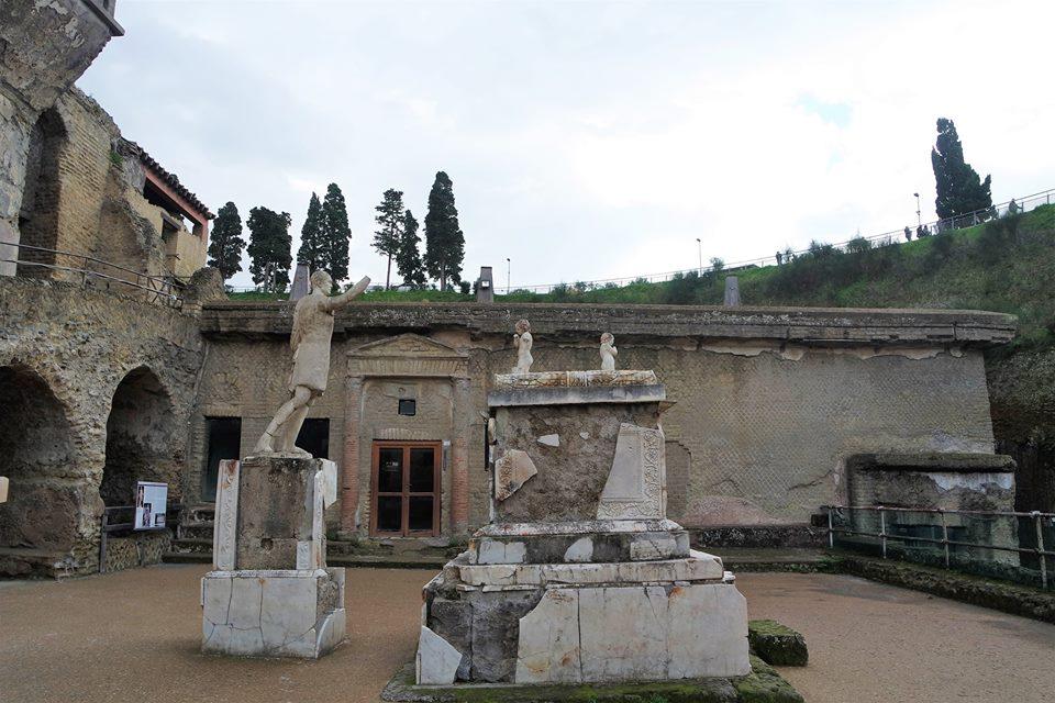 Monumento funerario a M. Nonio Balbo