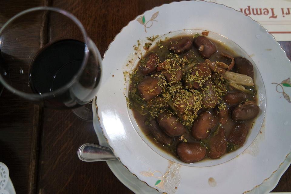 Fabes con orégano, platos típicos de Sicilia