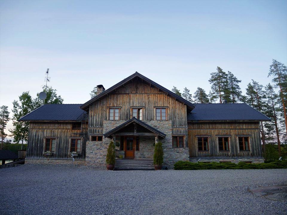 Dormir en una cabaña de madera en los lagos de Finlandia