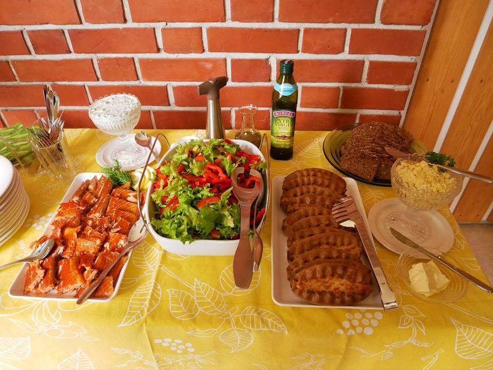 Salmón de Finlandia y empanadillas de Carelia