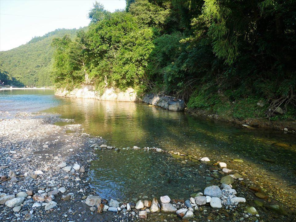 Onsen en el río